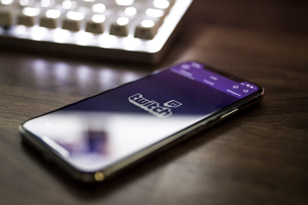 twitch mobile phone streamer